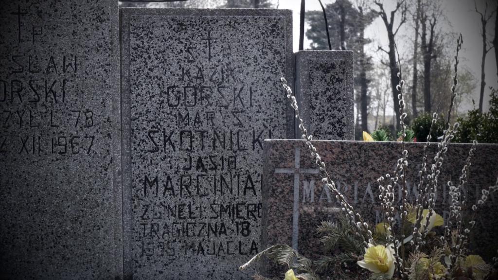 Dzieci pochowane zostały na miejscowym cmentarzu